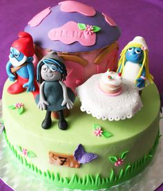 Smurfs vanilla cake with chantilly cream filling  http://passionecupcakes.blogspot.it/