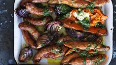 One-tray wonder: Baked sweet potato and sausages with salsa verde and sour cream Sweet Potato Recipes, Pork Recipes, Healthy Recipes, Free Recipes, Tray Bake Recipes, Baking Recipes, Traybake Dinner, Salsa Verde, Meals For The Week