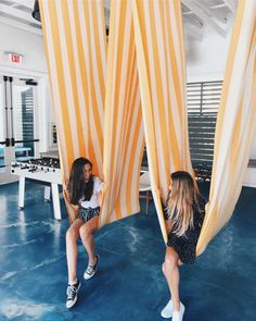 siena & i at SCAD college casually having a little photoshoot !!! instagram- hannahmeloche pinterest- hannahmeloche