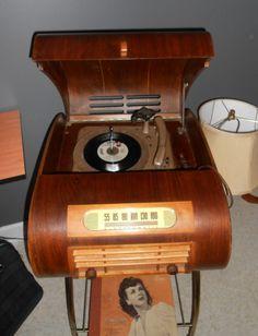 1940's radio / turntable tabletop hard wood UNIQUE