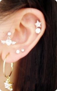 Tragus ear Piercing and Anti-Tragus Ear Piercing - Definition And The Difference Between The Anti-Tragus And The Tragus Type Of Ear Piercing. Ear Piercings Tragus, Cool Piercings, Tragus Earrings, Piercing Tattoo, Body Piercing, Tragus Jewelry, Piercing Ideas, Anti Tragus, Earrings