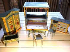 Vintage Dollhouse Furniture.