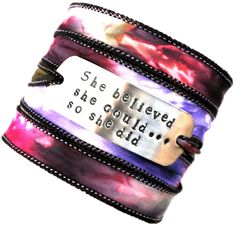Wikkelarmband habotai zijde#76 ,quote armband, inspiratie armband, handgestempeld, she believed she could so she did door MystiqueSieraden op Etsy