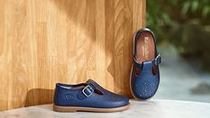 Subtle slider Fab Slide will add a sartorial flair to any warm weather wardrobe this season. This sandal starts life in Tuscany and is expertly handcrafted from interwoven navy calf leather and grosgrain fabric. A leather footbed ensures comfort whilst Calf Leather, Leather Men, Black Leather, Russell & Bromley, T Bar Shoes, Fashion Slippers, Baby Shoe Sizes, Casual Belt