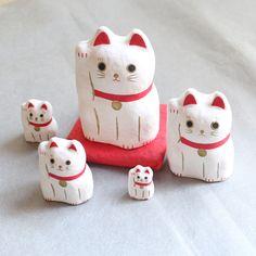 はりこーシカ 招き猫 白 - ハリコ オンライン