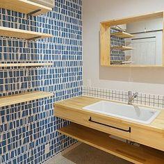 女性で、4LDKの、Bathroom/toto/造作洗面台/可動棚/フィンレイソン/病院用シンク/SK106/病院用流し/フィンレイソン コロナについてのインテリア実例。 「竣工写真 洗面所...」 (2017-10-02 14:03:33に共有されました)