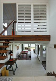 Madeira por todo lado em casa de praia de 136 m² - Casa