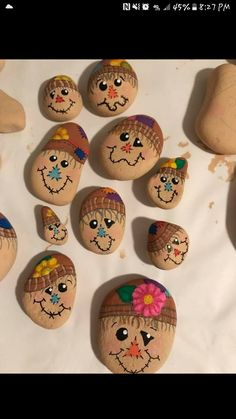 Painted Rock Ideas - Do you need rock painting ideas for spreading rocks around your neighborhood or the Kindness Rocks Project? Here's some inspiration with my best tips! Scarecrow Painting, Autumn Painting, Pebble Painting, Pebble Art, Stone Painting, Painted Rocks Craft, Hand Painted Rocks, Rock Painting Ideas Easy, Rock Painting Designs