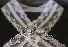 Deine Individualität ist das Schönste, das du tragen kannst!  #gold #goldfuchs #fuchs #schmuck #ringe #eheringe #hochzeit #heiraten #wedding #weddingrings #ehe #paare #liebe #verbunden #zusammen #eins #forever #weißgold #austria #goldschmied #handwerk #gold #individuell #individuelleeheringe #individualität Diamond, Jewelry, Man Jewelry, Fox Jewelry, Simple Elegance, Jewlery, Jewels, Jewerly, Jewelery