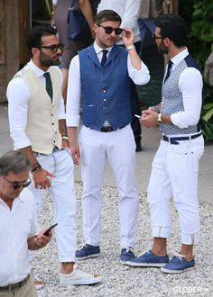 vests in different colors, white trousers and deck shoes in blue, mens casual summer wedding attire, worn by three young men, with glasses and ties Wedding Outfit Mens, Casual Summer Wedding Attire, Summer Wedding Men, Mens Fashion Blog, Mens Fashion Suits, Look Fashion, Cheap Fashion, Fashion Boots, Fashion Tips