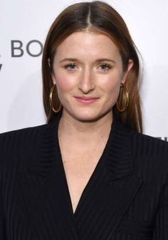 Grace Gummer is an American actress. She is the daughter of Meryl Streep. Her biography with Age, Height, Weight, Family- siblings, Mother- Meryl Streep Louisa Gummer, Mamie Gummer, Female Directors, Mother Family, Family Images, Artists For Kids, Meryl Streep, Siblings, Frances Ha