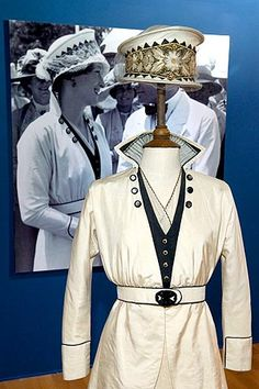 "MILENA CANONERO, Designer Designed for Karen Blixen (Meryl Streep) in ""Out of Africa"" Two-piece wedding ensemble of silk trimmed with grosgrain. Karen Blixen, Classic Outfits, Cool Outfits, Fashion Outfits, Fashion Styles, Meryl Streep, Movie Costumes, Cool Costumes, Indiana"