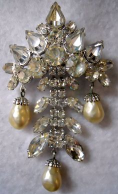 Weiss vintage rhinestone and faux pearl pin