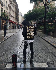 Temps de chien 🌧 #Paris #Pablo #ifeellikepablo #tlop