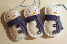 Felt Snowman Ornaments- felt ornaments in other shapes could be great too Felt Snowman, Snowman Crafts, Holiday Crafts, Holiday Fun, Festive, Felt Christmas, Homemade Christmas, Winter Christmas, Christmas Ornaments
