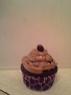 Mocha/kahula cupcakes                                      1box devils food cakemix,3eggs,1c STRONG coffee and 2-3tbl instant coffee, 1/2 c oil