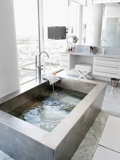 White+bath+built+in+jacuzzi+bathtub+tub+marble+cococozy.jpg 661×880 pixels
