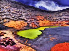Paradies in Lavalandschaft   Lagune im Krater El Golfo (Lanzarote)