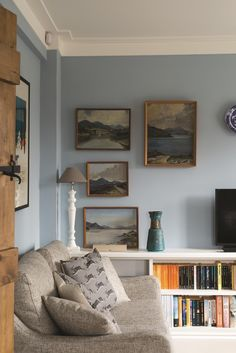 Looking to add more colour to your home? We asked Joa Studholme of Farrow & Ball for tips on how to use a colour wheel for interior design and scheming Farrow And Ball Living Room, Living Room Paint, Living Room Grey, Living Room Sofa, Home Living Room, Living Room Decor, Blue Accent Walls, Blue Bedroom Walls, Light Blue Walls