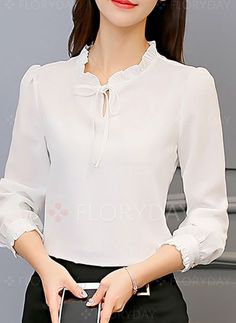 Swans Style is the top online fashion store for women. Blouse Styles, Blouse Designs, Korean Blouse, Shirt Blouses, Blouses For Women, Casual Outfits, Fashion Dresses, Womens Fashion, How To Wear