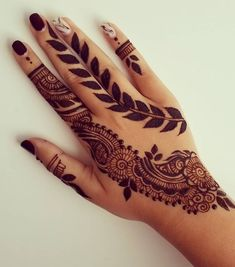 """Hey everyone! Here is yet another henna design you can do for EID! For this design I took the tradition """"strip"""" that most people do for weddings/baby showers. Henna Hand Designs, Pretty Henna Designs, Unique Mehndi Designs, Latest Mehndi Designs, Henna Tattoo Designs, Pakistani Henna Designs, Henna Tattoo Hand, Hand Mehndi, Henna Art"""
