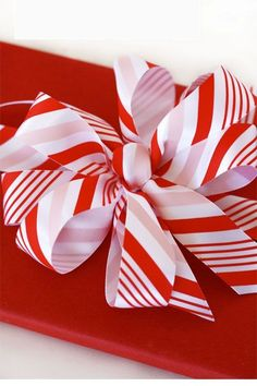 Make a bow Martha Stewart Avery Coupon! Bebe& Grand peppermint stick bow for Christmas! What & more festive than peppermint! Gift Wrapping Bows, Creative Gift Wrapping, Gift Bows, Christmas Gift Wrapping, Diy Bow, Diy Ribbon, Ribbon Hair, Christmas Bows, Christmas Time