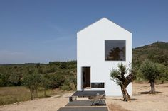 The Fonte Boa House is a single family house designed in a rural estate in Fartosa, Fonte Boa, in the centre of Portugal. The small estate, with a vineyard and olive grove, is located in the Rabaçal valley, confined by the Jerumelo,...
