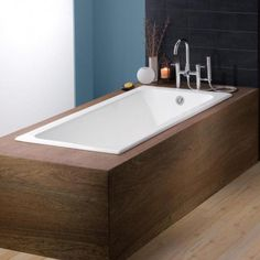 beautiful drop in bath tub with wooden edges