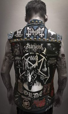 This is my battle vest update! What do you think my brother n sister metalheads? Estilo Heavy Metal, Punk Outfits, Gothic Outfits, Cool Outfits, Spiked Leather Jacket, Estilo Punk Rock, Post Apocalyptic Costume, Heavy Metal Fashion, Punk Jackets