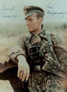 SS-Untersturmführer Franz-Josef Kneipp in Normandy, he was signal officer in the III./SS-Panzergrenadier-Regiment 25. He was severely wounded on July 8, 1944 near Buron while standing in the turret of his Panzer