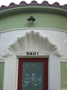 scalloped entryway