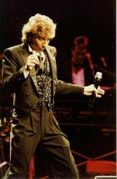 Dapper Manilow during the Copacabana Tour 1985-86.