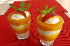 Zutaten     2 Becher  Sahne   2 Pkt.  Sahnesteif   1 Pkt.  Vanillezucker (Bourbon) oder eine ausgekratzte Vanilleschote   2 Becher ...