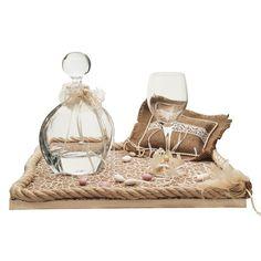 Η εταιρία Zoulovits δημιουργεί μοναδικές συνθέσεις γάμου για την ωραιότερη μέρα ενός ζευγαριού. Το σετ γάμου αποτελείται από ένα ξύλινο χειροποίητο δίσκο, επενδεδυμένο λινάτσα και δαντέλα, μία κρυστάλλινη οικολογική καράφα, στολισμένη με δαντέλα και πέρλα και ένα κρυστάλλινο οικολογικό ποτήρι με την ίδια διακόσμηση.