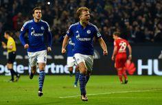 Johannes Geis (v.) erzielt sein erstes Bundesliga-Tor für Schalke 04