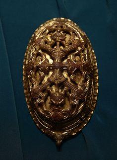 Viking age brooch in the Historisk museum, Oslo, Norway. - by Gary Liter - vikings Renaissance Jewelry, Medieval Jewelry, Viking Jewelry, Ancient Jewelry, Ancient Vikings, Norse Vikings, Viking Garb, Viking Dress, Viking Warrior