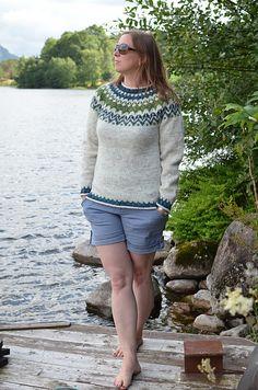 Ravelry: Project Gallery for Riddari pattern by Védís Jónsdóttir for Ístex Icelandic Sweaters, Knit Sweaters, Fair Isle Pattern, Fair Isle Knitting, Mens Jumpers, Knit Or Crochet, Knitting Patterns, Sweaters For Women, Outfits