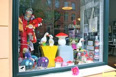 .Yonkel Ork shop window, Berlin. Vitrine.