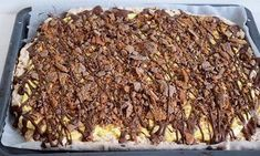 Daimkake i langpanne med gul krem 🍫 No Bake Snacks, No Bake Desserts, Sweet Corner, Norwegian Food, Let Them Eat Cake, I Love Food, Yummy Cakes, No Bake Cake, Cake Recipes