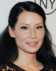 Lucy Liu hair Paleyfest 2013 2 Heres a cute half up hair idea from Lucy Liu—its business on the top, party on the bottom Asian Eye Makeup, Eye Makeup Tips, Bridal Makeup, Bridal Hair, Wedding Hair, Taupe Eyeshadow, Applying Eye Makeup, Asian Eyes, Lucy Liu