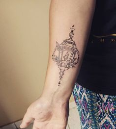 Artist: Hiasmyn L. Tatuagem Feminina: lamparina, vela, luz, bruxaria, lírios, lírio, bruxa. Feminine Tattoo: lamp, candle, light, witchcraft, lilies, lily, witch