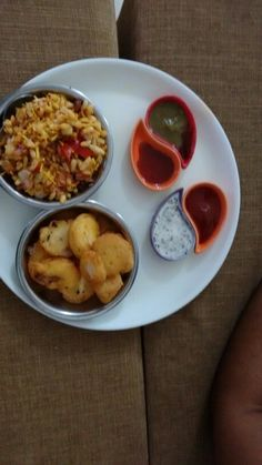 Bhelpuri and pakode with 4 types of sauces
