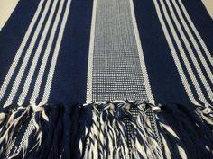 Jogo de tapete para cozinha  Descrição: Feito com fios de algodão; Confeccionado em tear; Fácil de limpar; Pode ser lavado em máquina ou tanquinho;  Contém: 1 Passadeira medindo 1,70 x 0,45 2 Tapetes medindo 0,85 x 0,45  Obs.: 3ª,4ª e 5ª foto do tapete estão expostos (somente como modelo) R$34,00