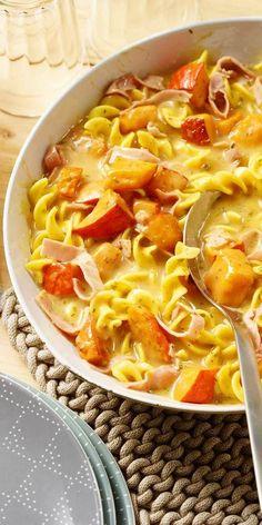 Kürbis-Nudelpfännchen mit Schinken: Ein tolles Herbstrezept für die ganze Familie! Die Kombination aus Pasta, Kürbis und gekochtem Schinken lässt nicht nur Kinderherzen höher schlagen. Guten Appetit!