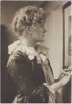 Photograph, portrait of Ellen Terry Frederick Hollyer 1886 London Platinum print Given by Eleanor M. Aesthetic Women, Aesthetic Movement, Johann Wolfgang Von Goethe, Tea Gown, 1880s Fashion, Period Outfit, The V&a, Victoria And Albert Museum, Ladies Day