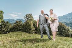 Dieses herrliche Bild habe ich im Herzen von Oberösterreich, am Hausberg von Micheldorf - dem Georgenberg - fotografiert 😁 Couple Photos, Couples, Wedding Photography, Alps, Pictures, Couple Shots, Couple Photography, Couple, Couple Pictures