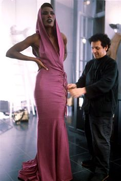 "Grace Jones with Azzedine Alaia, --- ""You don't understand, this is an Alaia!"" What I think everytime I hear about Alaia. Still looks amazing. Grace Jones, Ms Jones, Moda Fashion, 70s Fashion, Fashion Week, Vintage Fashion, Paris Fashion, Jones Fashion, Italy Fashion"