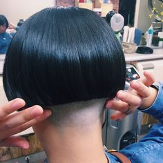 I only wanted to trim the dead ends! Edgy Haircuts, Short Bob Hairstyles, Trendy Hairstyles, Shaved Bob, Shaved Nape, Undercolor Hair, Short Hair Cuts, Short Hair Styles, One Length Bobs