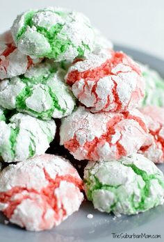 The ultimate cake mix cookies make homemade Christmas Crinkle Cookies in under 30 minutes. Perfect for last minute cookie exchange or gifts. Easy Christmas Cookie Recipes, Christmas Cookie Exchange, Christmas Sweets, Christmas Cooking, Holiday Recipes, Homemade Christmas, Green Christmas, Christmas Holiday, Traditional Christmas Desserts