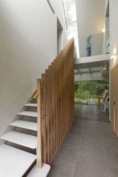 Images by Martijn Heil / De Architectuurguide. Architect eigen huis (Dutch for architect own house) has designed a contemporary barn house on the domain of castle Duivenvoorde, Voorschoten, the. Staircase Handrail, Wood Railing, Curved Staircase, Modern Staircase, Staircase Design, Stairs, Staircases, Banisters, Barn Door In House